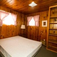 104 Bedroom 1 - 1 Queen