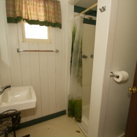 106 Bathroom Alt View